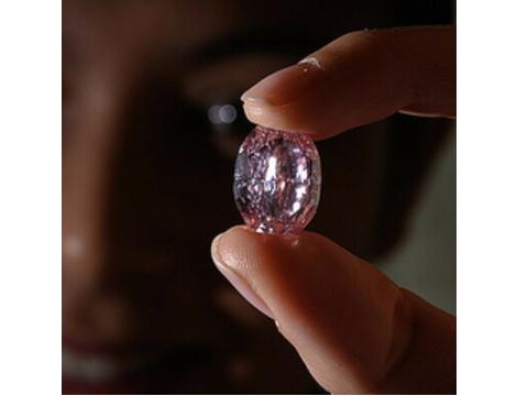 14.83カラットのピンクダイヤ 驚愕の落札額